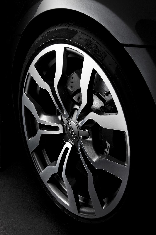 Audir8_tire_1.JPG