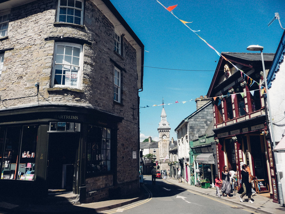 FIND US JUST UP THE HILL, - UP FROM THE CLOCK TOWER IN THE CENTRE OF HAY ON WYE:ST. JOHNS PLACE LION STREET HAY ON WYE HR3 5AA