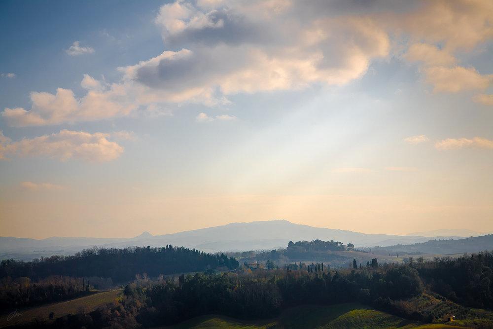 Drømmelandet Toscana. Volterra i bakgrunnen