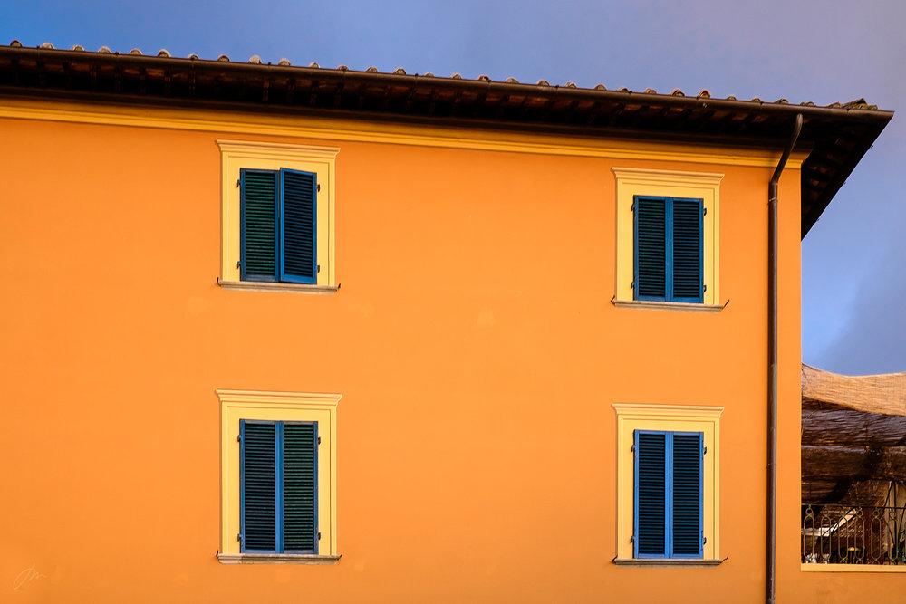 Oransje, blått – og litt gult