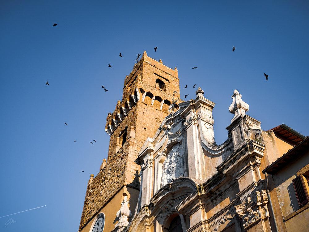 Samling ved kirketårnet