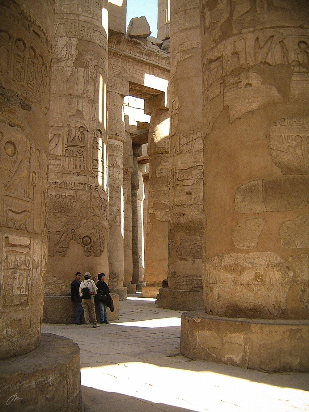 Mellom søylene i Karnak-tempelet