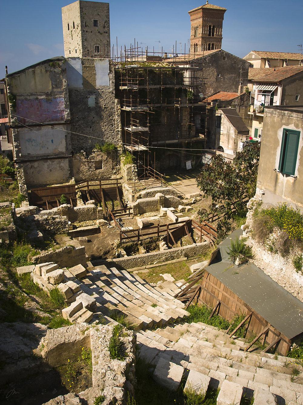 Ruinene av det romerske amfiteateret.