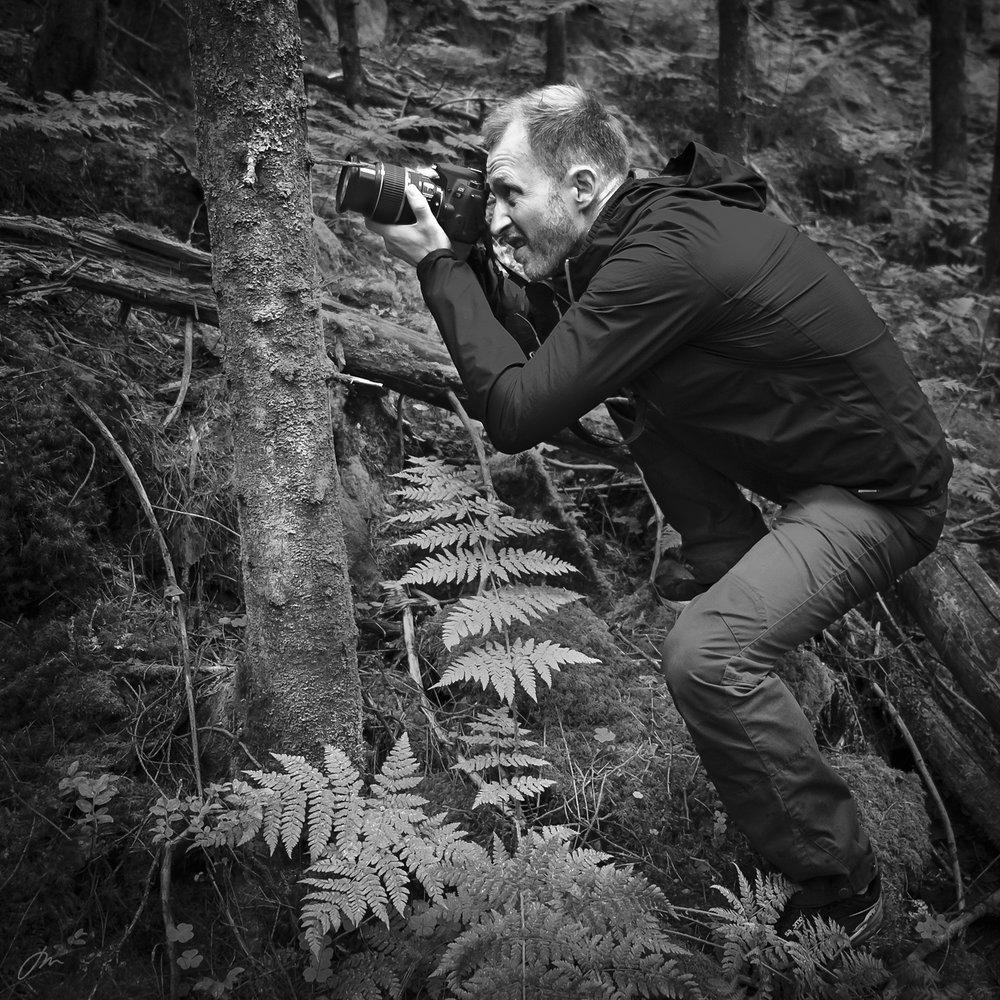 Naturfotograf på skuddhold