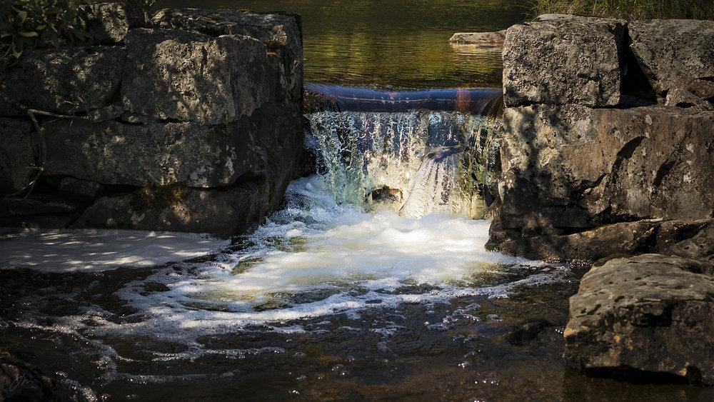 Dammen ved utløpet fra Sønstevann