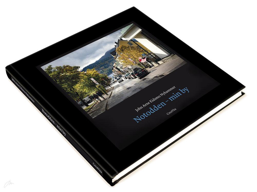 «Notodden – min by» – selges i bokhandlene på Notodden – kan også bestilles som postpakke. Pris kr. 495.