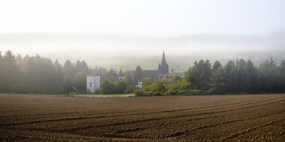 Tidlig morgen i det tyske kulturlandskapet