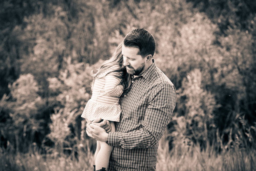 daddy-daughter-bw-family-photograph.jpg