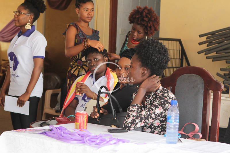 Registeration point with Laurie Frempong rocking her twist out.