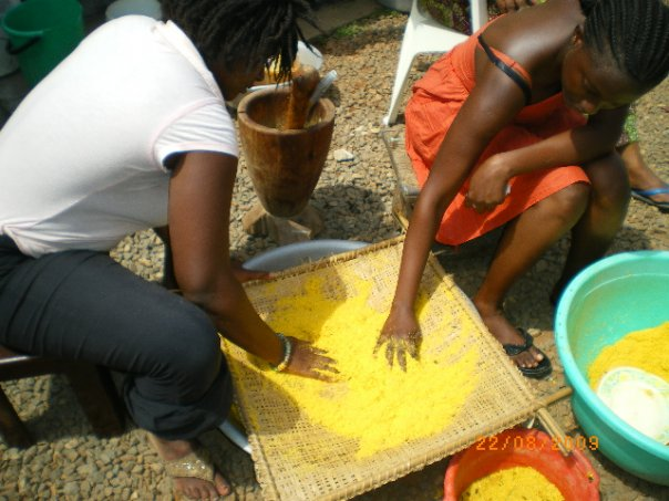 Shanii being used to sieve steamed corn