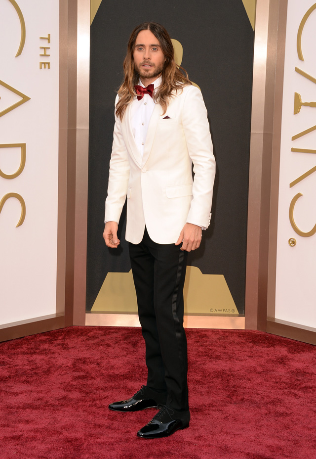 Jared Leto also decided to wear a white/cream colored jacket but added a splash of red.