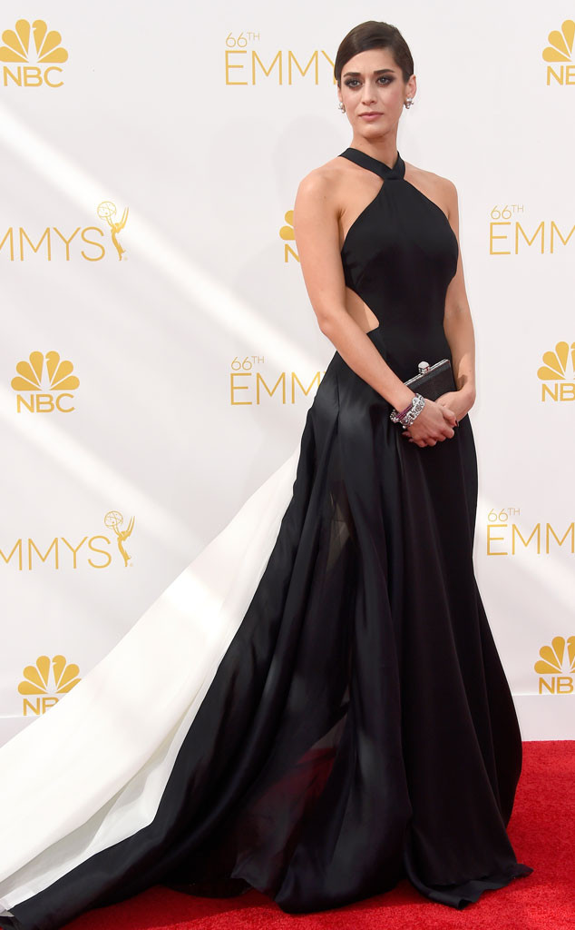 Lizzy Caplan looks absolutely flawless in this Donna Karan Atelier number.