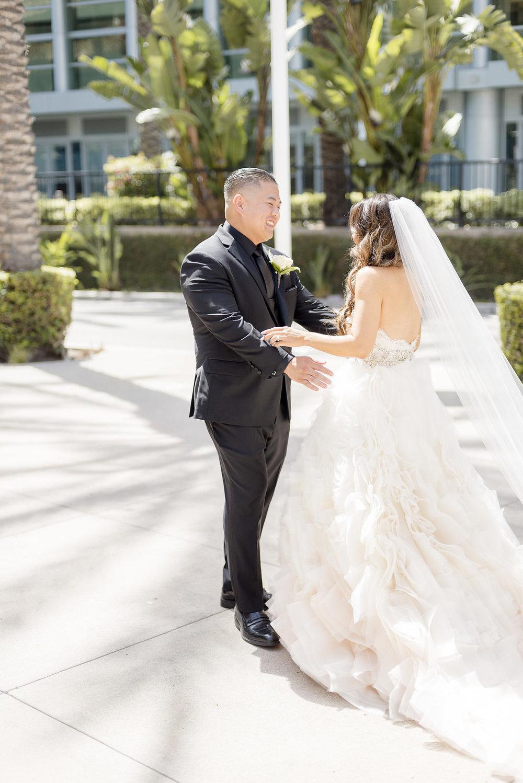 bride_groom_firstlook_0017.jpg