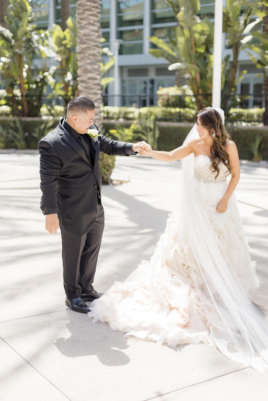bride_groom_firstlook_0020.jpg