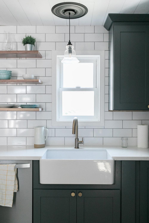 farmhouse sink open shelves