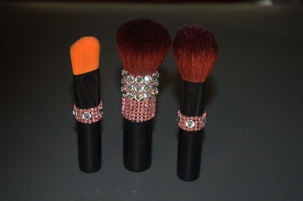 Picture does not do justice to the DIAM brushes.  A must see and feel item!