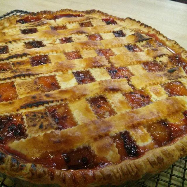 Fresh apricot and berry Crostata #chefshavende #crostata