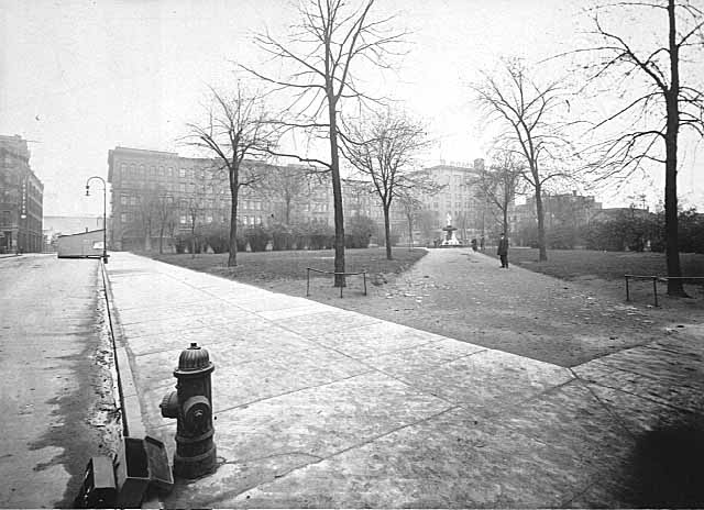1910 Smith Park from Fifth looking south on Sibley Lowertown.jpg