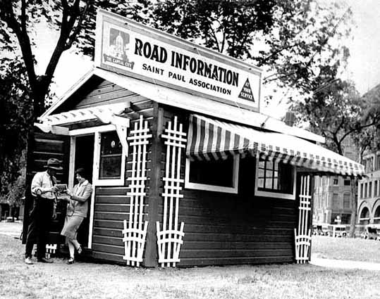 1925 Tourist information booth in Smith Park Lowertown.jpg