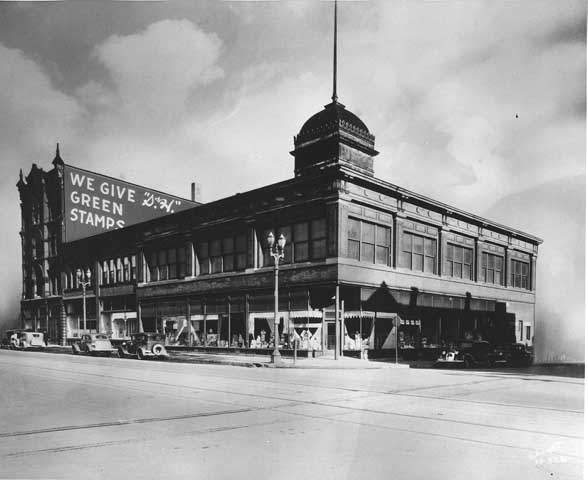 1932 Andrew Schoch Grocery Company, Seventh and Broadway Lowertown.jpg