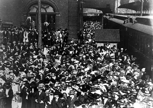 1936 Union Depot Troops leaving for camp dodge Lowertown.jpeg