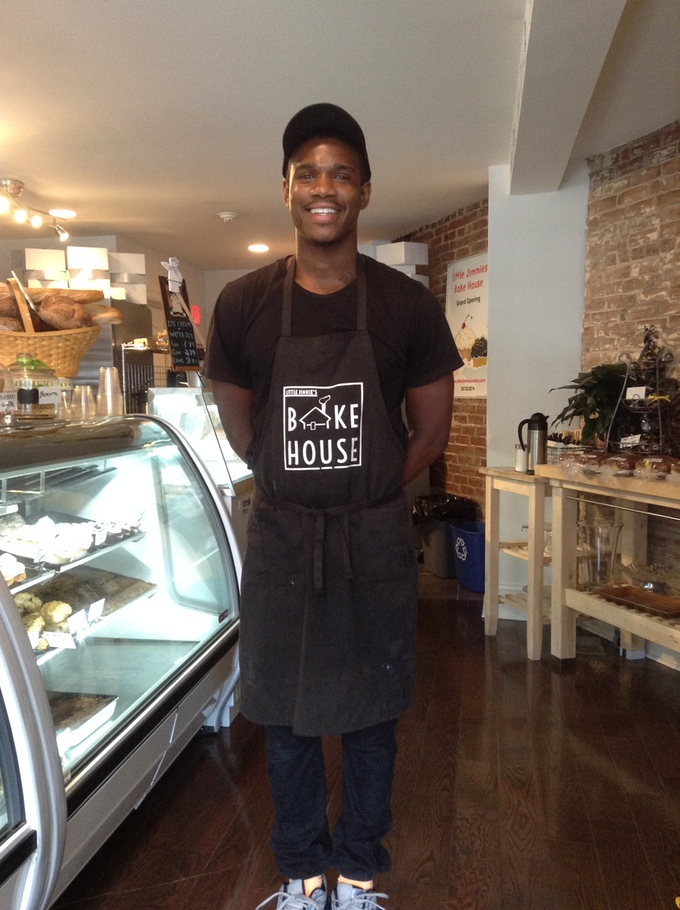 Quan makes the Bake House Apron look real good!