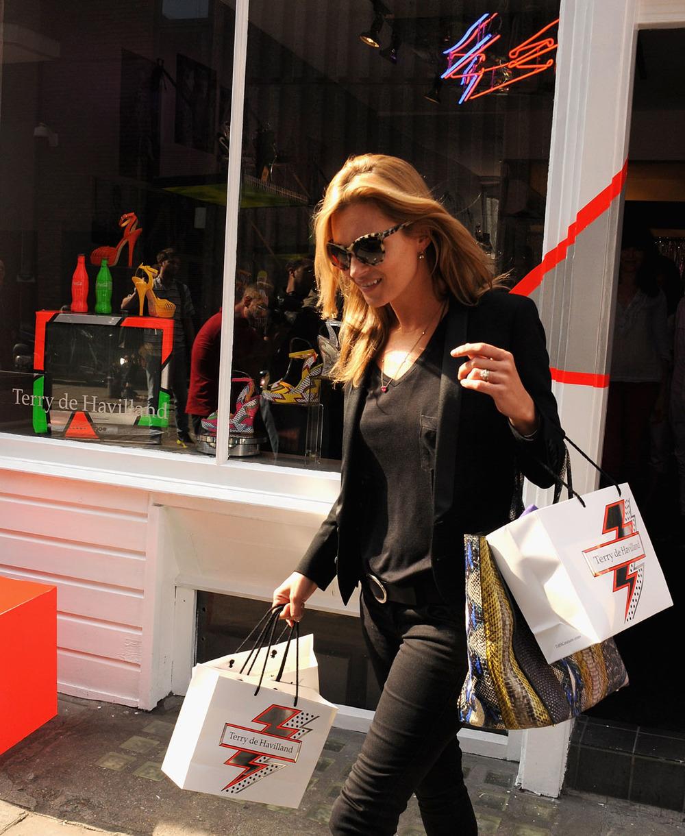 Kate Moss wychodzi z pracowni Therry'ego de Havillanda/mat. Viva! Moda