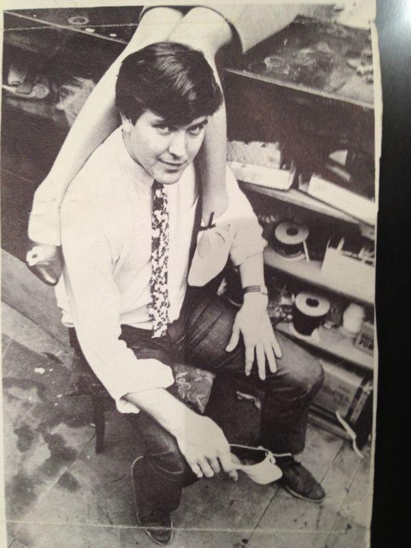 Therry de Havilland w wieku 27 lat w manufakturze swojego ojca