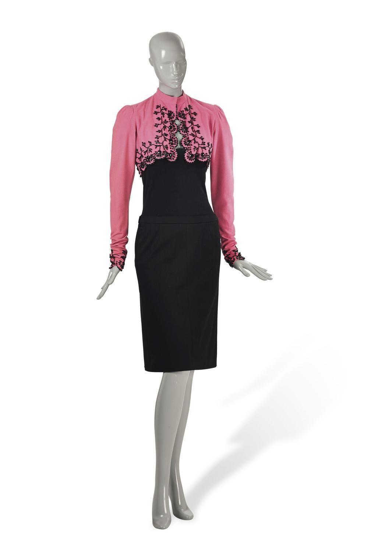 Różowe bolerko z czarną aplikacją z koralików 1940 r. 10 000 - 12 000 Euro/© Courtesy Condé Nast/Horst Estate
