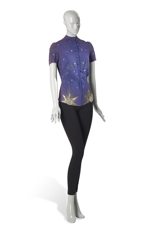 Jedwabna bluzka z kolekcji Astrologia 1939 r. 25 000-30 000 Euro/© Courtesy Condé Nast/Horst Estate