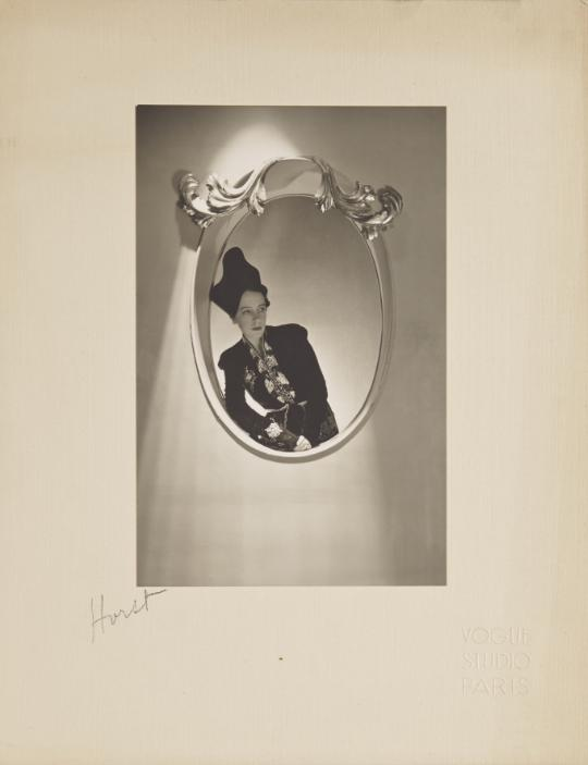 """Elsa Schiaparelli, Paris 1936 r. 10 000-12 000 Euro/Horst P. Horst (1906-1999)/© Courtesy Condé Nast / Horst Estate          Normal   0       21       false   false   false     PL   X-NONE   X-NONE                                                                                                                                                                                                                                                                                                                                                                           /* Style Definitions */  table.MsoNormalTable {mso-style-name:Standardowy; mso-tstyle-rowband-size:0; mso-tstyle-colband-size:0; mso-style-noshow:yes; mso-style-priority:99; mso-style-parent:""""""""; mso-padding-alt:0cm 5.4pt 0cm 5.4pt; mso-para-margin-top:0cm; mso-para-margin-right:0cm; mso-para-margin-bottom:10.0pt; mso-para-margin-left:0cm; line-height:115%; mso-pagination:widow-orphan; font-size:11.0pt; font-family:""""Calibri"""",""""sans-serif""""; mso-ascii-font-family:Calibri; mso-ascii-theme-font:minor-latin; mso-hansi-font-family:Calibri; mso-hansi-theme-font:minor-latin; mso-fareast-language:EN-US;}             Normal   0       21       false   false   false     PL   X-NONE   X-NONE                                                                                                                                                                                                                                                                                                                                                                           /* Style Definitions */  table.MsoNormalTable {mso-style-name:Standardowy; mso-tstyle-rowband-size:0; mso-tstyle-colband-size:0; mso-style-noshow:yes; mso-style-priority:99; mso-style-parent:""""""""; mso-padding-alt:0cm 5.4pt 0cm 5.4pt; mso-para-margin-top:0cm; mso-para-margin-right:0cm; mso-para-margin-bottom:10.0pt; mso-para-margin-left:0cm; line-height:115%; mso-pagination:widow-orphan; font"""