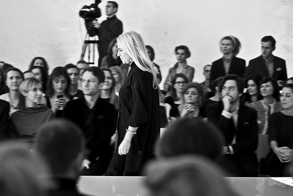 Ania Kuczyńska odbiera nagrodę w kategorii Projektant Roku 2013 w konkursie               Doskonałość Mody/fot. Agnieszka Taukert/Backbone dla After-After