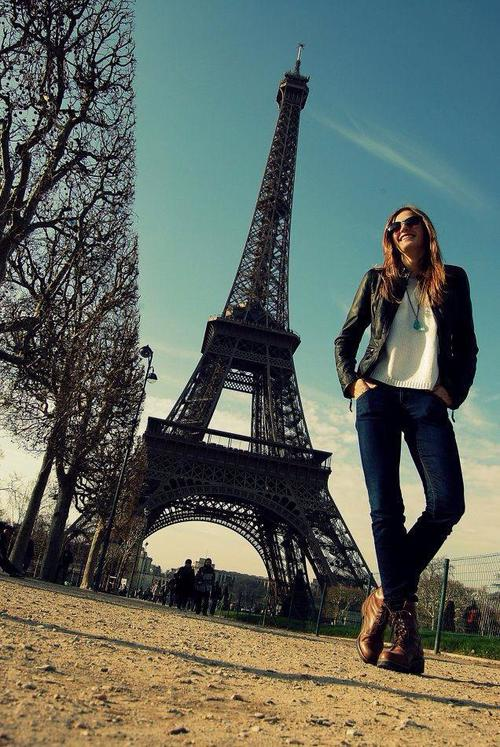 Paris, Paris... Asia Piwka przed wieżą Eiffla