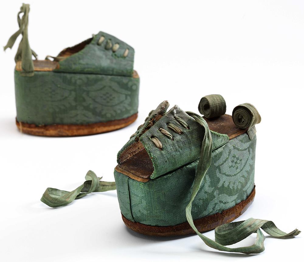 Buty z około 1600 roku, Victoria and Albert Museum, Londyn