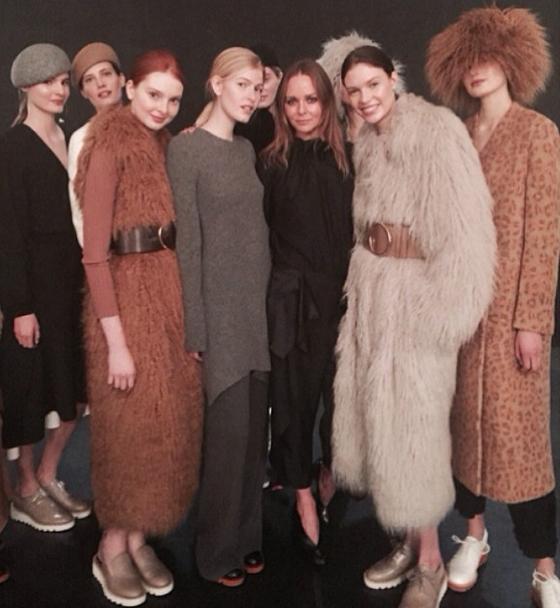 Stella McCartney z modelkami w kreacjach na sezon jesień 2015/Instagram: @stellamccartney
