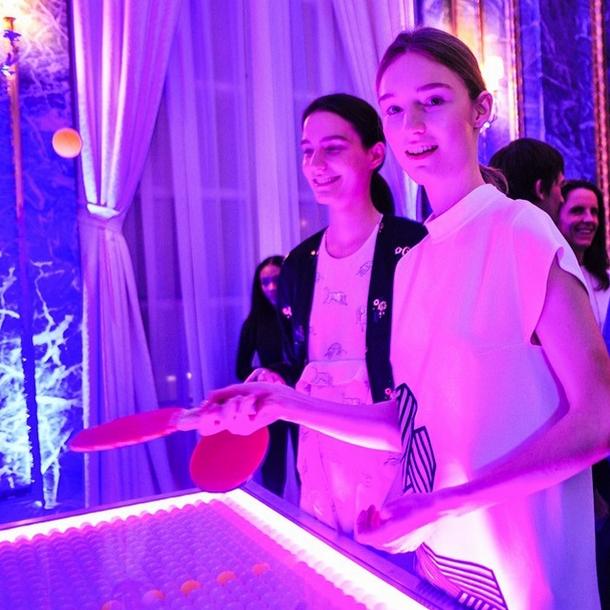 Modelki prezentowały najnowszą kolekcję grając w ping-ponga/Instagram: @stellamccartney