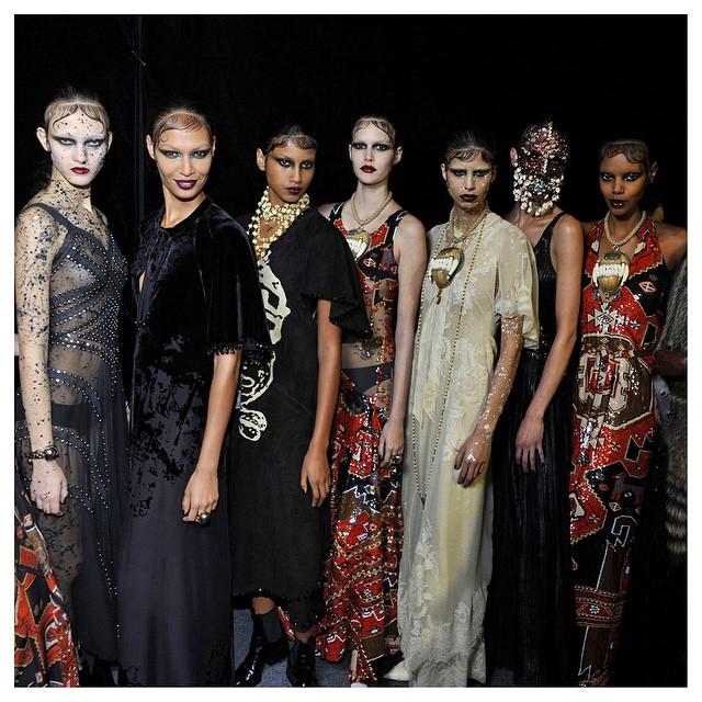 Modelki na pokazie Givenchy/Instagram: @riccardotisci17