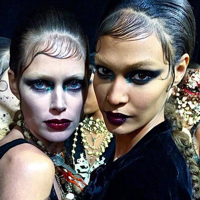 Diabliczny makijaż na pokazie Givenchy/Instagram: @riccardotisci