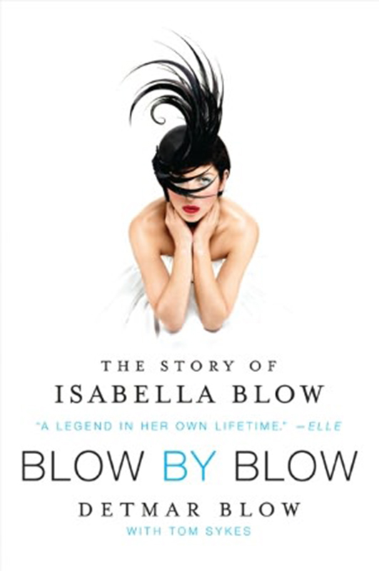 "Okładka biografii  ""Blow by Blow: The Story of Isabella Blow"" autorstwa Detmara Blowa"