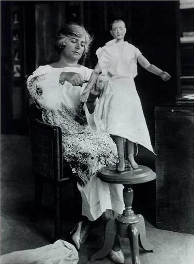 Madeleine Vionnet w swojej pracowni, ok. 1923 r.