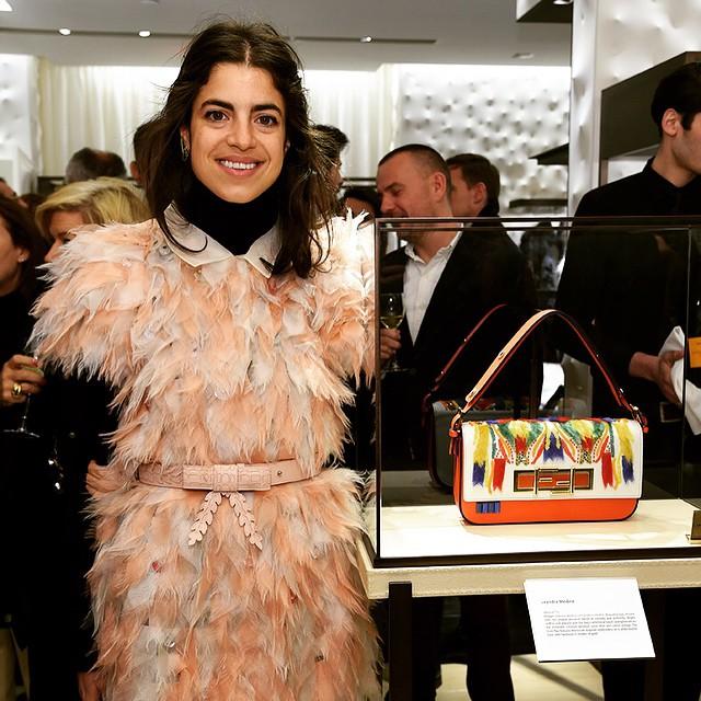 Leandra Medine i zaprojektowana przez nią torebka/Instagram: @fendi