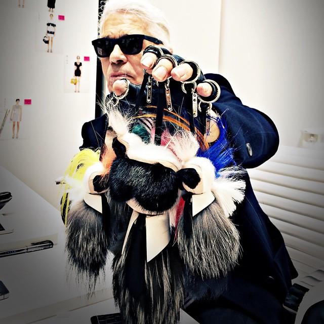 Dyrektor kreatywny Fendi -Karl Lagerfeld i jego Karlito!/Instagram: @fendi
