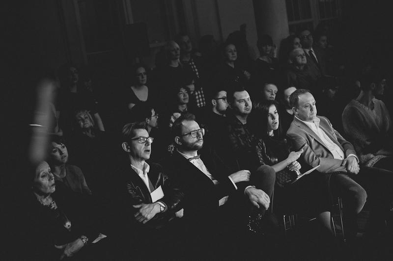 Autor tekstu - Michał Zaczyński - w pierwszym rzędzie (obok, po lewej, Krzysztof Łoszewski/fot. Artur Cieślakowski dla DYKF