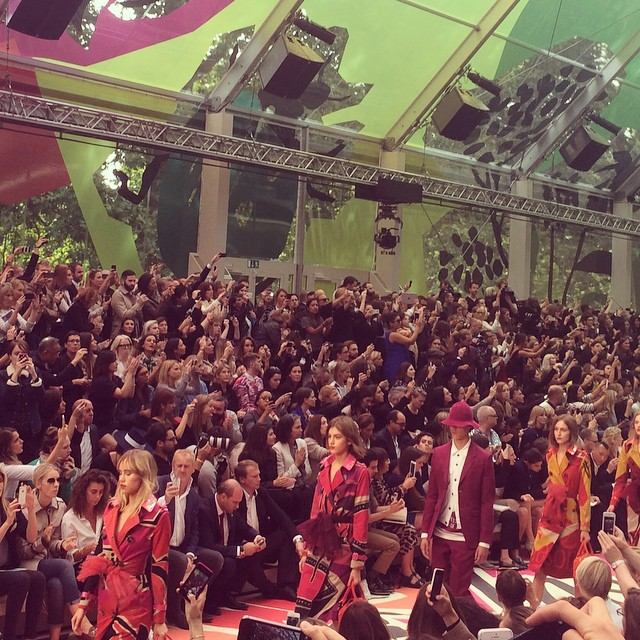 Pokaz Burberry wiosna-lato 2015 na London Fashion Week/Instagram: @britishfashioncouncil