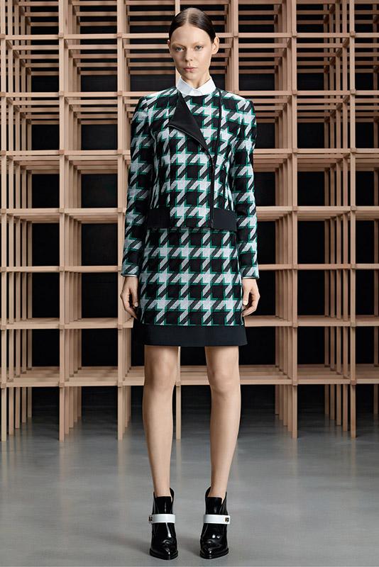 Ubranie w pepitkę w lookbooku kolekcji pre fall 2015 marki Hugo Boss