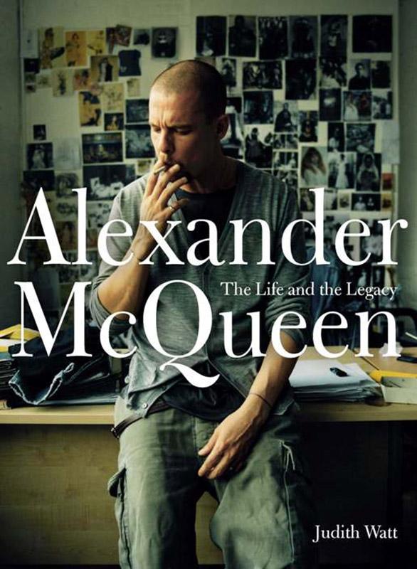 Alexander McQueen na okładce książkiAlexander McQueen: The Life and The Legacy