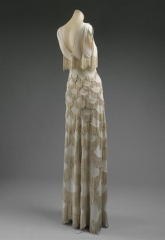 Suknia projektu Vionnet z użyciem techniki bias cut