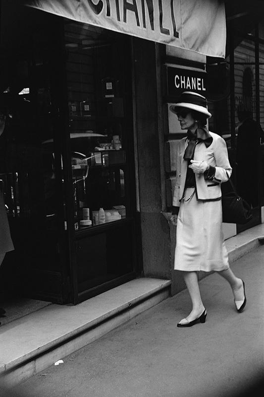 Coco Chanel na Rue Cambon w 1962r.,fot.Douglas Kirkland/chanel.com