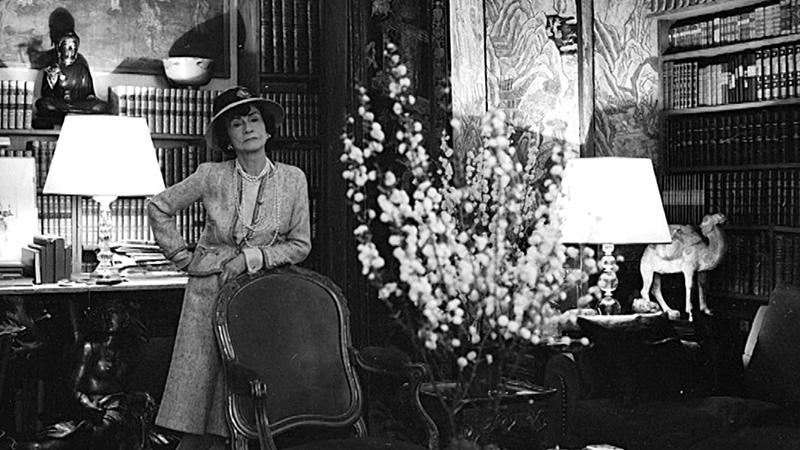 Coco Chanel w swoim apartamencie na Rue Cambon/chanel.com