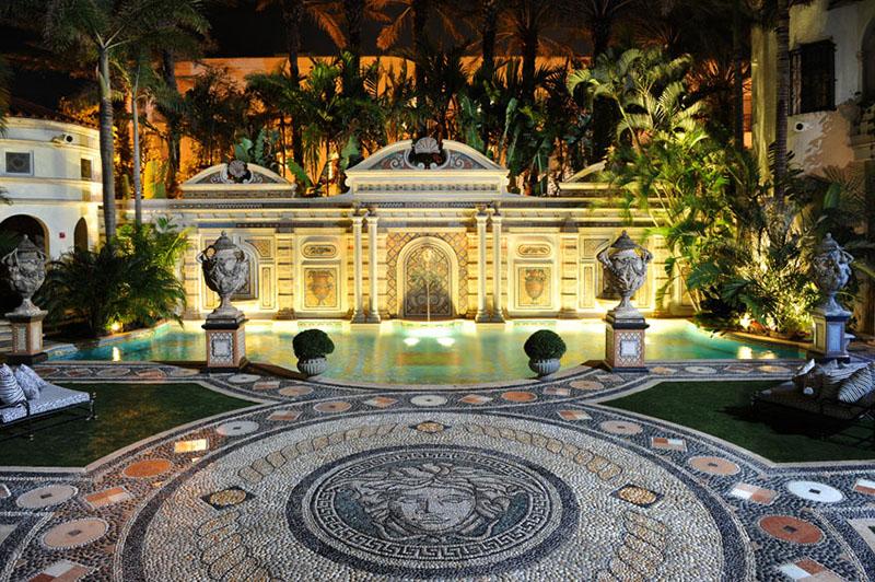 """Słynny plac z fontannami w hotelu """"The Villa"""""""